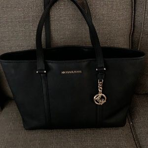 AUTHENTIC LIKE NEW MICHAEL KORS TOTE